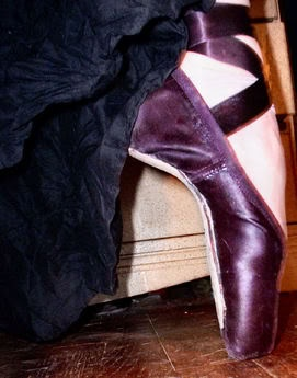 Purple En Pointe ♥ Wonderful! www.thewonderfulworldofdance.com #dance