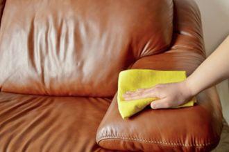 Comment nettoyer son canapé en cuir pour retrouver sa couleur d'origine noté 3.5 - 8 votes Vous voulez rénover le cuir de votre canapé et retrouver la couleur d'origine de votre sofa? Nous avons l'astuce! Il vous faut: – un gant de toilette – du savon de Marseille – un chiffon propre en microfibre ou...