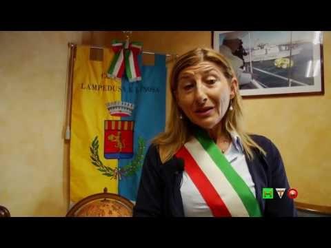GREENPEACE - La RAINBOW WARRIOR porta pannelli solari a Lampedusa - www....