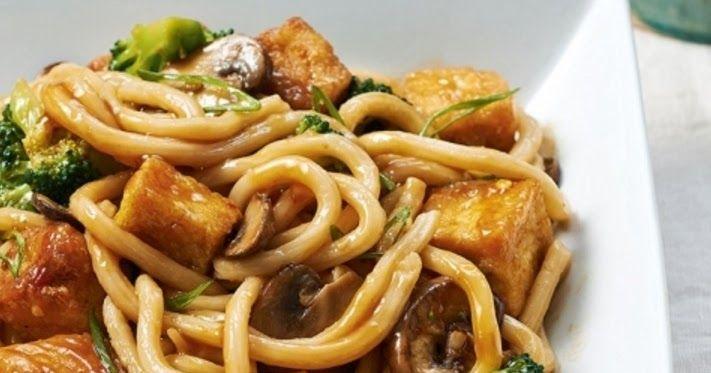 Cantinho Vegetariano: Macarrão com Tofu Crocante, Brócolis e Champignon (vegana)