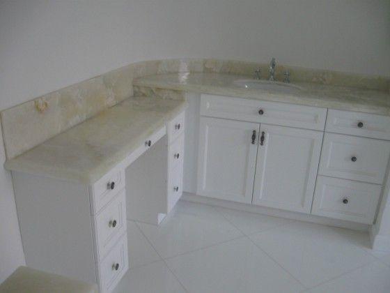 #bathroom #luxury #luxurybathroom #counter #countertop #vanity #sink #home #design #naturalstone #white #whiteonyx #onyx #southflorida #delraybeach #natureofmarble  #onyxbathroom #onyxcounter #onyxcountertop #onyxvanity