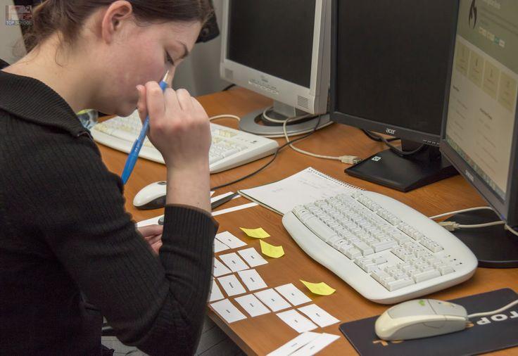 A szoftverfejlesztés nem a számítógépes kódolással kezdődik, hanem tervezéssel! Így a webprogramozást is ezzel kezdjük a szoftverfejlesztő OKJ tanfolyamon!