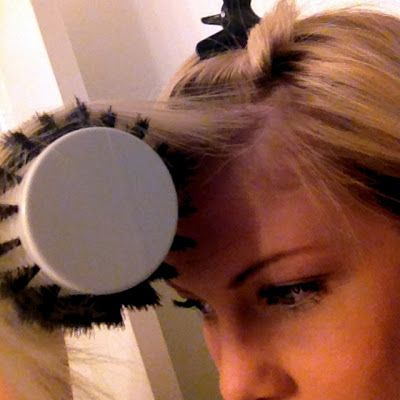 THE PERFECT SIDE BANG                  There are a few tricks  when it comes to making your bangs sweep  perfectly to one side, is what I ...