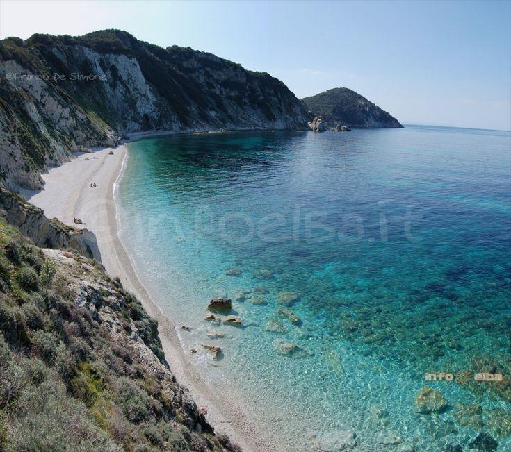 Spiaggia di Sansone #isoladelba #elbaisland #tuscany #visitElba #ILoveElba #unaspiaggiaalgiorno #infoelba http://www.infoelba.it/isola-d-elba/spiagge/spiaggia-sansone/