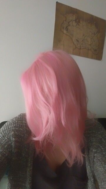Manic panic cotton candy pink, dilitued with conditioner 1:3 and processed for 1 hour