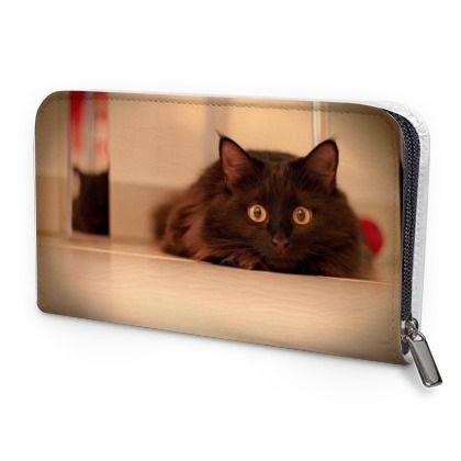 Bellissimo portafoglio con foto di un gattino pronto per fare la carica.