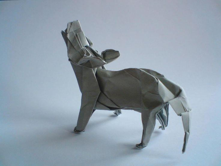 Howling Origami Wolf - http://www.ikuzoorigami.com/howling-origami-wolf/
