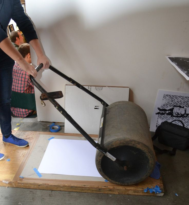 """""""large scale lino block printing"""" - it looks as if the wood plank and the roller are a semi-permanent set up for larger relief printing. S"""