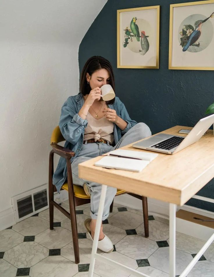 outfits creativos para home office Sara Brown, Classic Work Outfits, Best Places To Work, Canadian Tuxedo, Jobs Uk, Ethical Shopping, Best Trade, Outfits Damen, Outfits