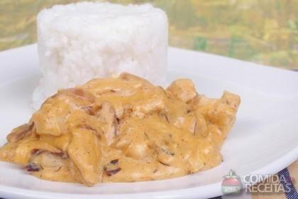 Receita de Strogonoff de frango em receitas de aves, veja essa e outras receitas aqui!