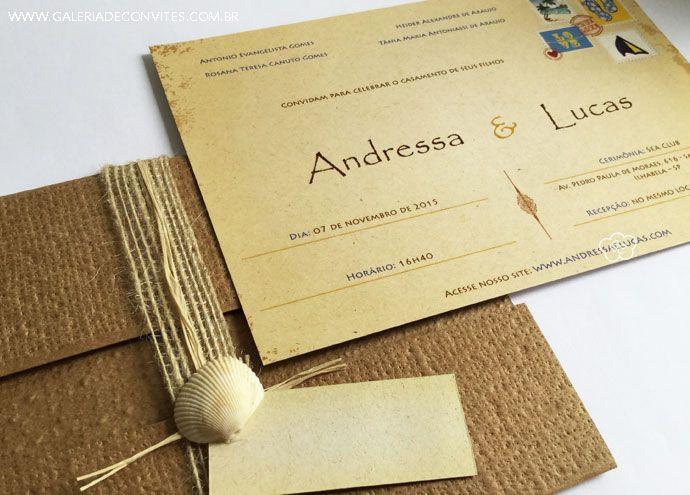 Convite de casamento para cerimônias na praia. Convite impresso em papel reciclado e envelope em kraft com textura. Acabamento com fita de ráfia, palha e concha.