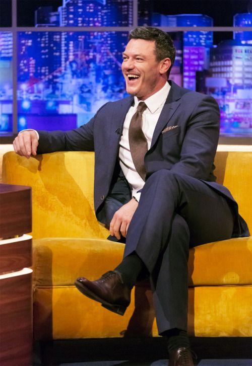 """Luke Evans on The Jonathan Ross Show, November 18, 2017. - (x)  """""""