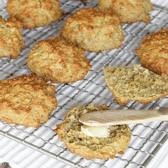 Goda, saftiga frukostbullar utan mjöl som inte behöver jäsa! Klara på 15–20 min!