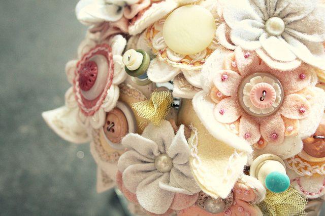 bouquetBetter Colors, Bridal Bouquets, Bouquets Beautiful, Wedding Bouquets, Princesses Lasertron, Felt Bouquets, Alternative Bouquets, Felt Flower Bouquets, Felt Flowers