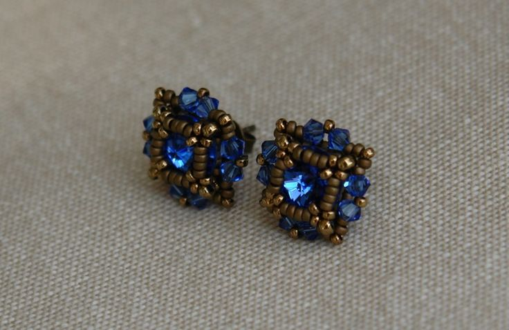 Beading tutorial - Post/Stud Earrings made with Swarovski 8mm rivolis and 3mm bicones and Miyuki seed beads.