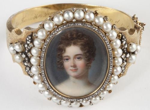 diamond and pearl portrait bangle