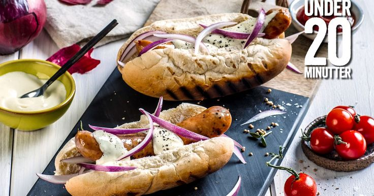 Pølse i brød er grillmaten over all grillmat! Ta utgangspunkt i gode Bratwurst pølser fra Jacobs Utvalgte og topp med deilig tilbehør som rødløk og aioli.