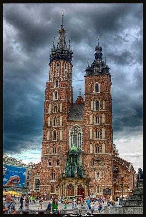 St. Mary's Basilica, Kraków, Poland  | via shogunpassion