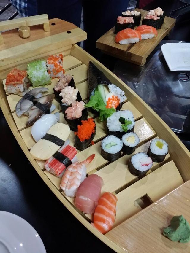 Thuyền sushi tại Sakura - Japanese Restaurant - Nguyễn Thị Thập - 100491