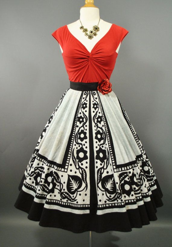 Vintage 1950s painted circle skirt. <3                                                                                                                                                                                 More