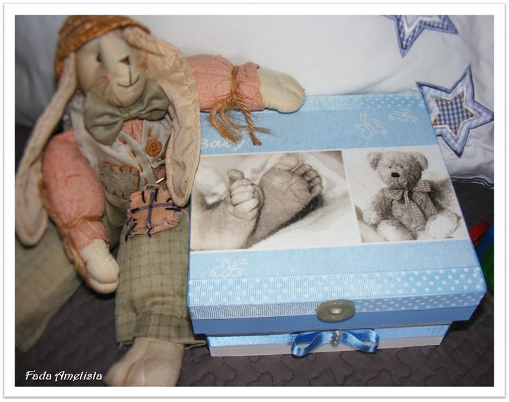 Caixa em Madeira para Recordações de bebé. https://www.facebook.com/FadaAmetista/photos/a.1597364717247662.1073741842.1589593488024785/1598758953774905/?type=3&theater