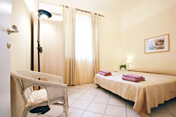 Rome, Italy Vacation Rental, 2 bed, 1 bath, kitchen with WIFI in Vaticano. Thousands of photos and unbiased customer reviews, Enjoy a great Rome apartment rental perfect for your next holiday. Book online!