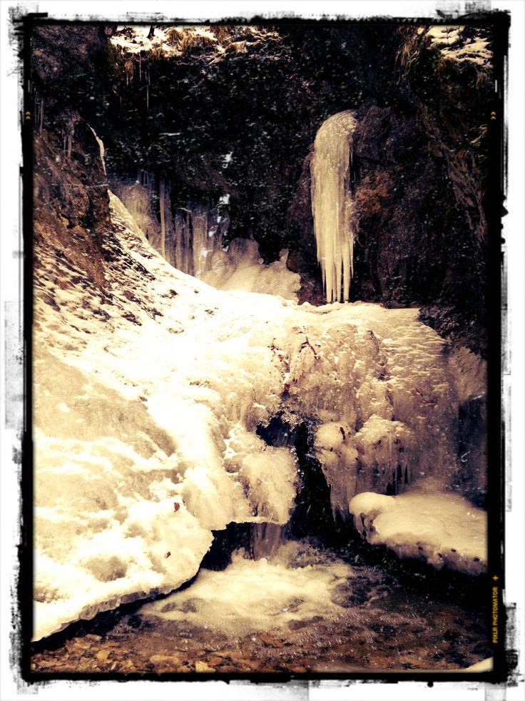 Takových ledopádů jsme po cestě viděli mnoho. Jsou krásné :) Autor: Kuba