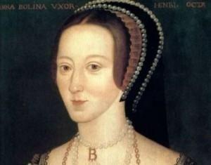 """Ana Bolena (1501 – 1536): Responsable indirecta de la Iglesia Anglicana. Logró que el rey Enrique VIII de Inglaterra se casara con ella a pesar de que la iglesia católica no quiso anular el matrimonio que tenía éste con la reina Catalina de Aragón; como consecuencia la monarquía inglesa rompió relaciones con la religión católica y creo la Iglesia Anglicana.  La han llamado """"la reina consorte más influyente e importante que Inglaterra ha tenido nunca"""""""