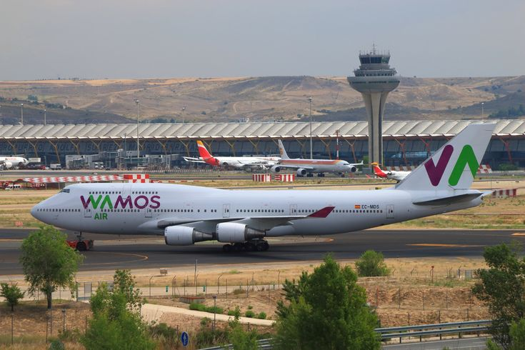"https://flic.kr/p/Vj9uoa | Wamos Air B-747-419 (EC-MDS) | Wamos Air B-747-419 (EC-MDS) being towed by an Iberia´s push-back tractor from Terminal 1 to Terminal 4S for its flight from Madrid to Cancun.   Please, press ""L"" for a better definition, or expand the image with the loupe."