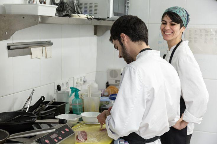 En la cocina del restaurante Tonka. Fotografía: Kinoki studio.