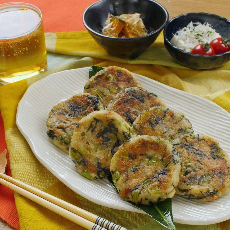 「里芋の野沢菜おやき」のレシピと作り方を動画でご紹介します。里芋をマッシュして混ぜて焼くだけで、もちもち食感のおやきが簡単に作れます。桜えびと野沢菜を混ぜ込んだ、素朴なのに奥の深い味わいの手作りおやつ♪朝食にもおすすめ!