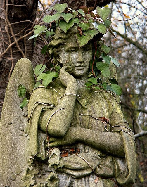 GARDEN STYLE LIVING — London 2004 19 Highgate Cemetery by Arnim Schulz...