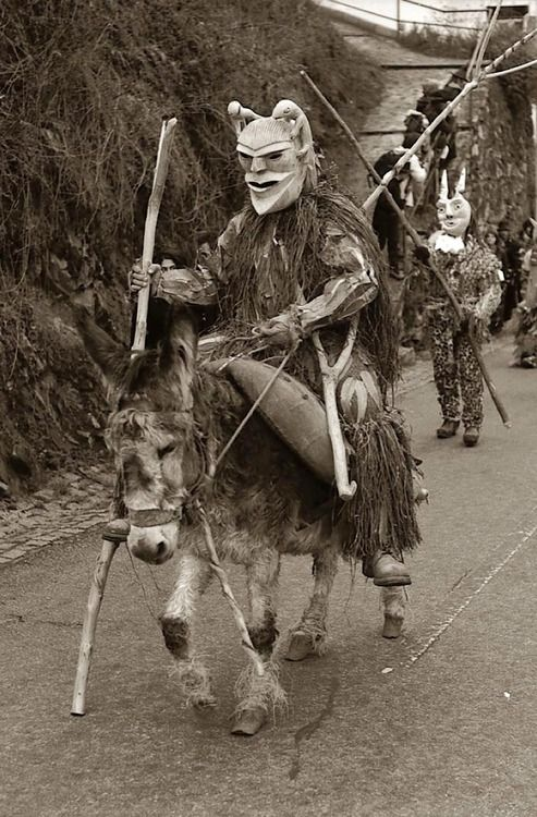 de-salva:    Carnavales en Lazarim, Portugal  Photo by Carlos Gonzales Himénez…