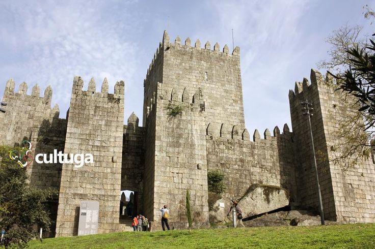 Portugal teve mais de 200 castelos. Esse é o Castelo de Guimarães, no norte de Portugal | Roteiro de viagem