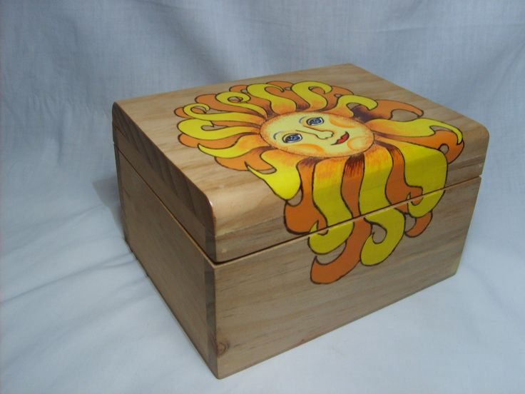 caja de madera. pirograbada y pintada....