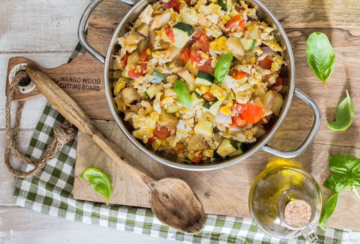 Uova strapazzate all'ortolana food photography Scrambled eggs with vegetables