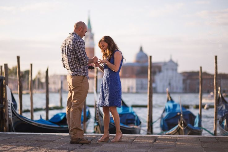 Venice couples and engagement photo shoot inspiration by Kinga Leftska. Discover Kinga's photography on KYMA - find and instantly book your perfect Venice photographer on gokyma.com