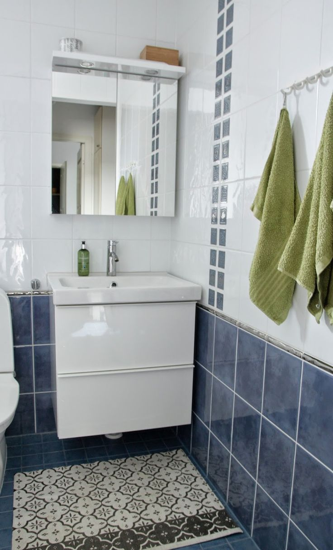 Kylpyhuone on ollut käyttövalmiina maanantaista alkaen. Tuli siitä kyllä hieno!     Teen vielä oman postauksen mikro...