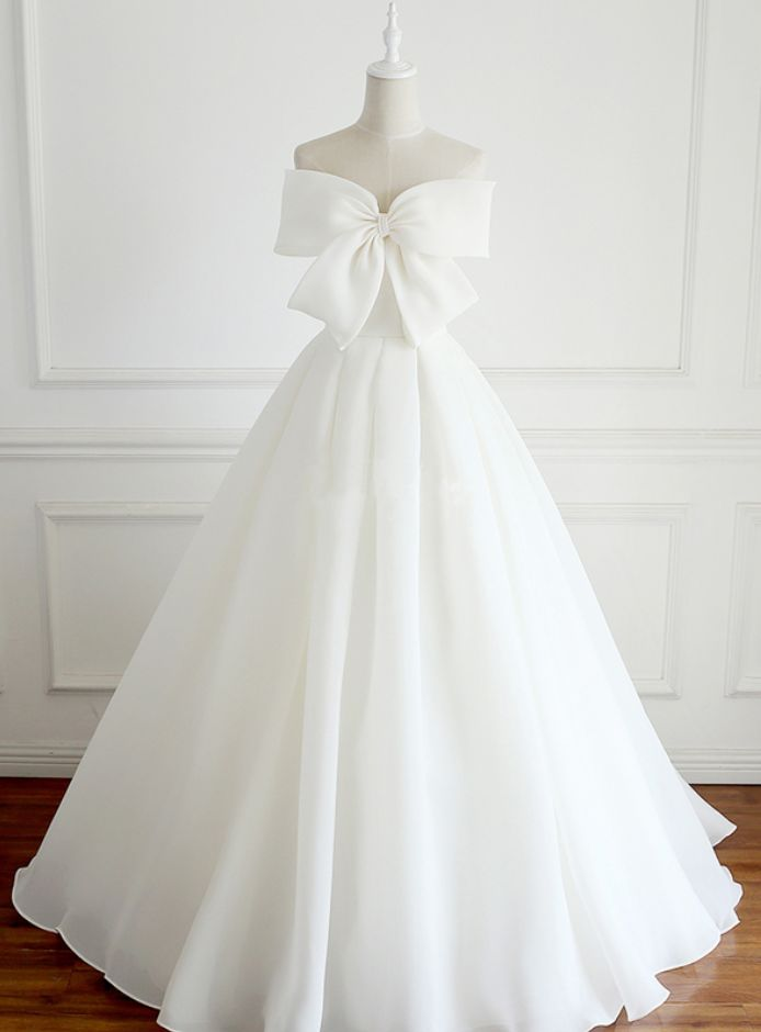 Bow Accent Strapless Chiffon Wedding Gown Featuring Lace-Up