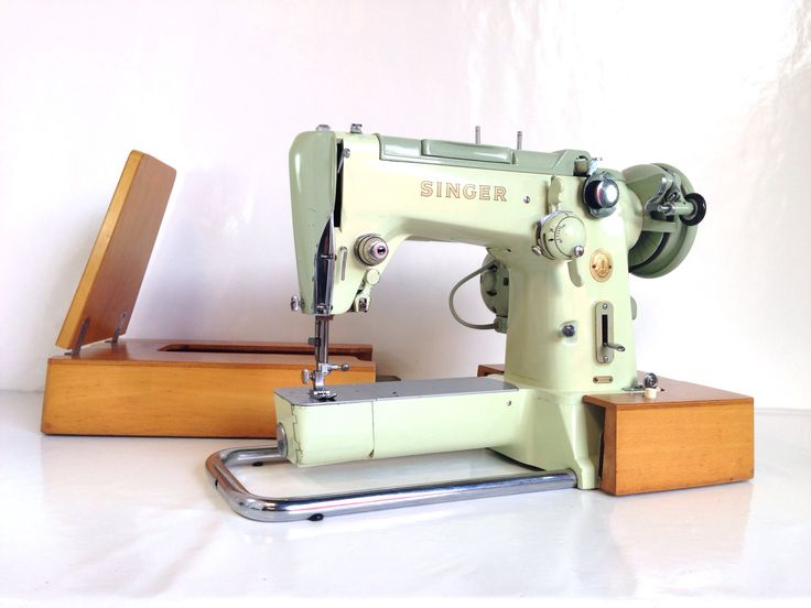 Singer 320k Free arm Sewing Machine