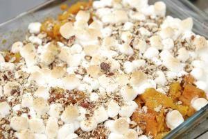 Low Calorie Sweet Potato Casserole - Frances Twitty/E+/GettyImages