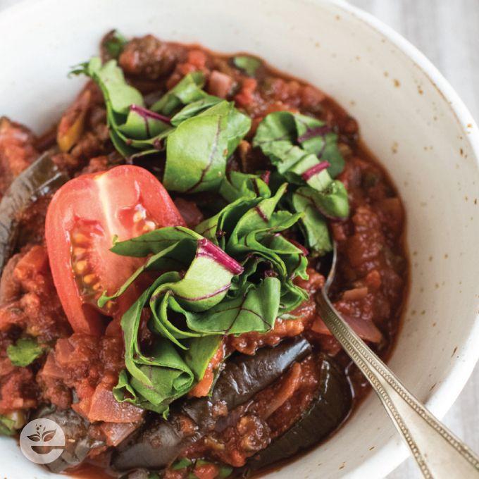 Nasza propozycja na dzisiaj: gulasz z bakłażanów w sosie pomidorowym z kaszą i ziołami    #bakłażan #kaszagryczana #soczewica #amarantus #baklazan #botwinka #zdrowejedzenie #smacznego #zdrowienatalerzu #healthychoices #jemzdrowo #econdimenta