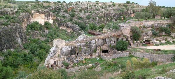 un fortilizio nell'ambito di cava d'Ispica