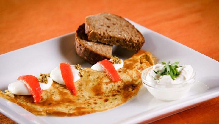 Pestos omlette - füstölt lazaccal - http://dynamit.hu/pestos-omlette-fustolt-lazaccal/