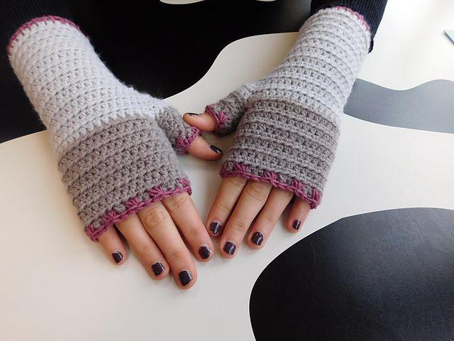 Ravelry: Atelier fingerless gloves pattern by ACCROchet $6.00
