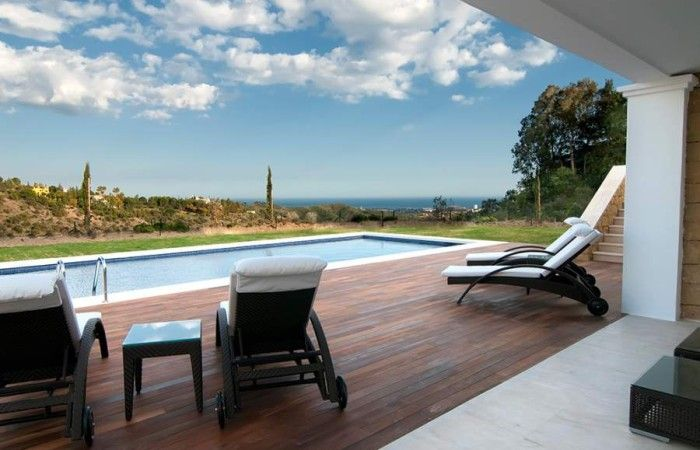 Exclusive new luxury Villa in the prestigious el Madroñal country estate. Perfect family home in this beautiful gated residence only 15 minutes from the center of Marbella.