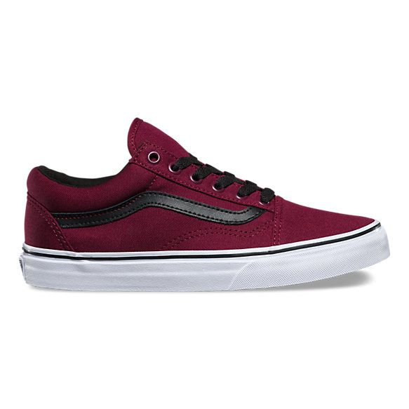 The Canvas Old Skool, the Vans classic skate shoe and first to bare the iconic sidestripe, is a low top lace-up with sturdy canvas uppers, re-enforced toecaps to withstand repeated wear, padded collars for support and flexibility, and signature rubber waffle outsoles.