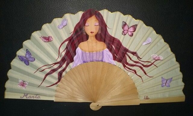 Abanico con mariposas, pintado a mano. Facebook.com/conmismanos.lillo