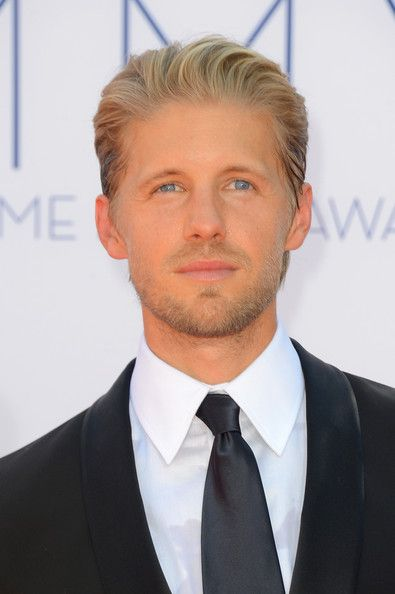 "Fox's Sleepy Hollow has cast Matt Barr as Nick Hawley, a ""ruggedly handsome"" bounty hunter who'll assist Ichabod and Abbie on a supernatural case in Season 2, TVLine ..."