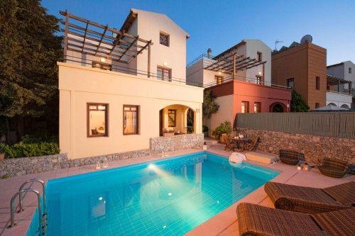 Luxury holiday  accommodation in Plaka village
